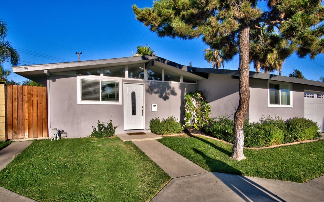 Mid Century Charmer Near Old Towne Orange – The Circle