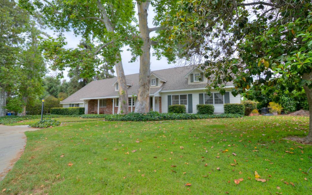 2 Acre Colonial Estate in Riverside